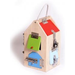 Maison en bois à serrures